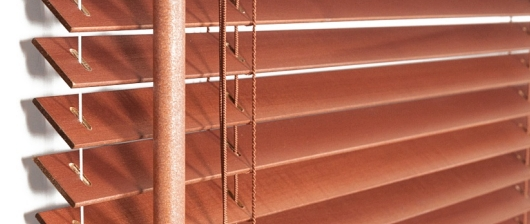 Dřevěné žaluzie 25 mm
