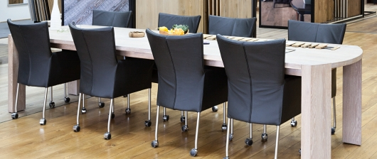 Masívne dubové stoly