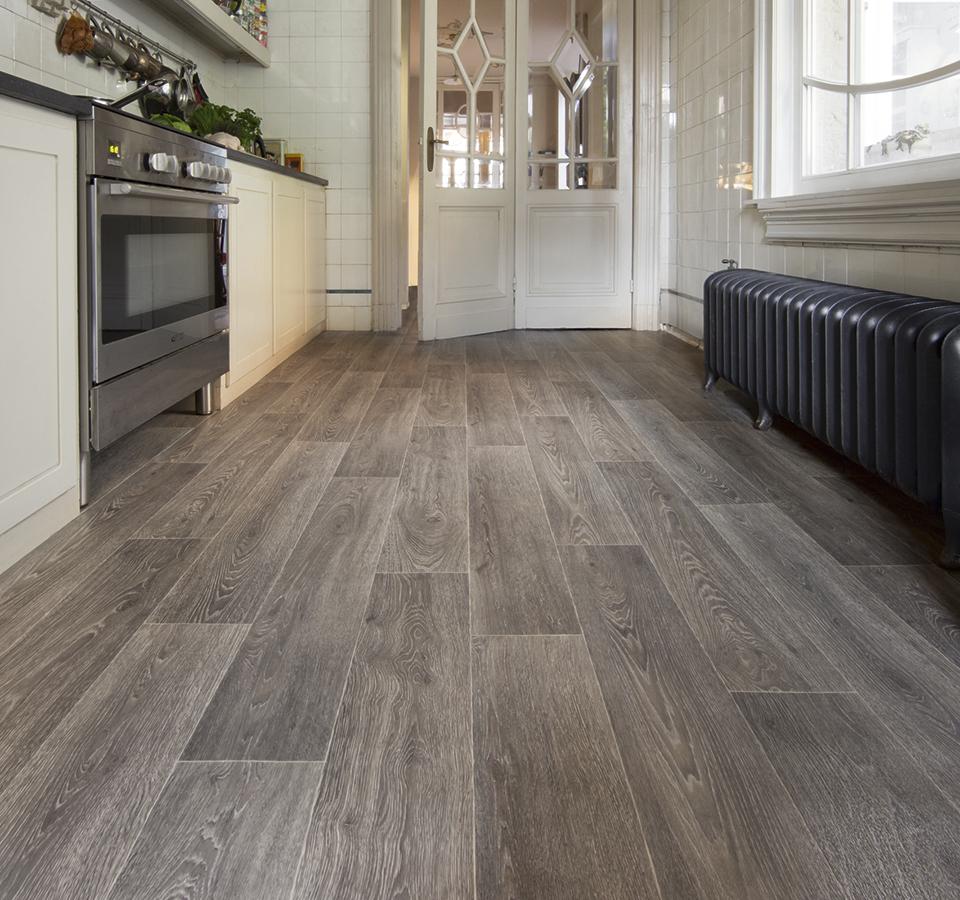 Tmavé PVC podlahy