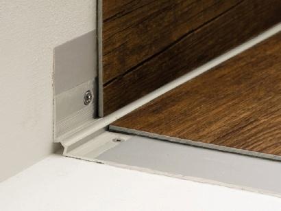 Schodová lišta vnitřní pro obložení schodů podlahou Inox E71