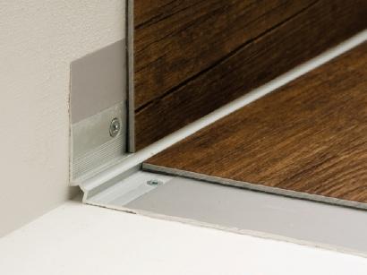 Schodová lišta vnitřní pro obložení schodů podlahou Stříbrná E01