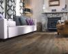Jak sladit tmavou podlahu s interiérem a vytvořit útulný domov?
